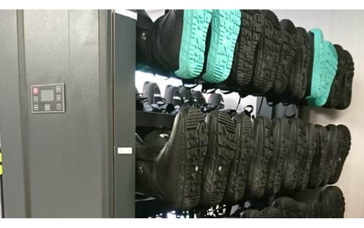 Сенсорные панели управления для сушильных стеллажей.